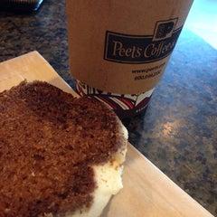 Photo taken at Peet's Coffee & Tea by Vickie C. on 11/9/2014