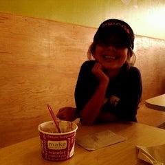 Photo taken at Zinga! Frozen Yogurt by Ricardo P. on 9/15/2012