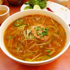 Photo taken at Phở Phú Quốc Vietnamese by Kelly S. on 1/20/2013
