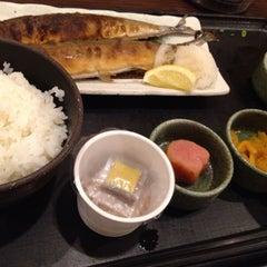 Photo taken at 焼魚食堂 魚角 学芸大学店 by Shigeki S. on 7/17/2013
