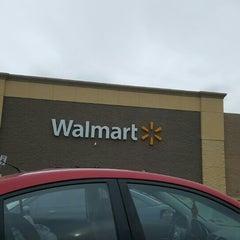 Photo taken at Walmart Supercenter by Eve Y. on 11/27/2015