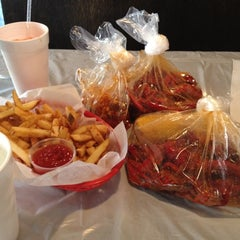 Photo taken at Hot 'n' Juicy Crawfish by *~Nhi~* on 9/5/2012