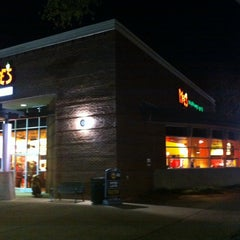 Photo taken at Moe's Southwest Grill by Ray S. on 11/11/2013