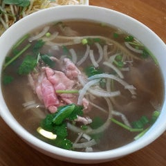 Photo taken at Pho Hong Phat by Andrew K. on 9/20/2015