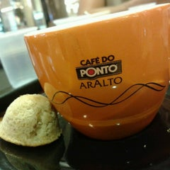 Photo taken at Café do Ponto by Ronaldo D. on 9/20/2012