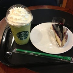 Photo taken at Starbucks (สตาร์บัคส์) by Nutthaya L. on 5/17/2013