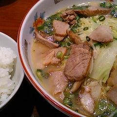 Photo taken at ラーメン専門 こむらさき 天文館本店 by Keiko H. on 3/20/2013