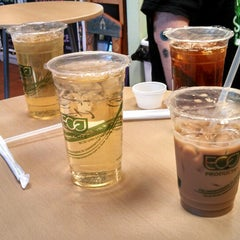 Photo taken at Tea Largo Beverage Co. by Lynn W. on 3/15/2013