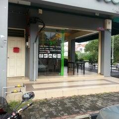 Photo taken at Booya Cafe & Bistro by Cucu Raja B. on 10/21/2012