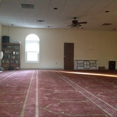 Photo taken at Louisville Islamic Center by Fadzkurullahpadil on 10/5/2013