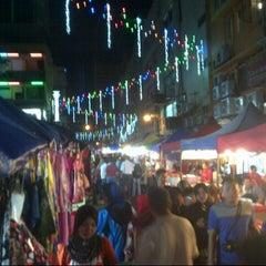 Photo taken at Pasar Malam Jalan Tuanku Abdul Rahman by AMMIRUR RASYID on 12/15/2012