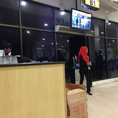 Photo taken at Ruang Tunggu gate B2 Bandara Sepinggan by BAS 2. on 8/1/2013