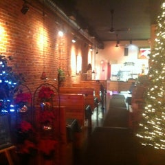 Photo taken at Huckleberry's Pizza by Arte y Vida Chicago on 12/9/2012