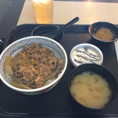Photo taken at Yoshinoya by Abet on 11/10/2012