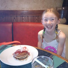 Photo taken at Frankie & Benny's by Mickey C. on 7/25/2013