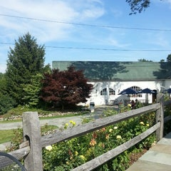 Photo taken at Warwick Valley Winery & Distillery by Bali L. on 7/27/2013