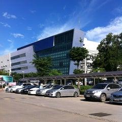 Photo taken at คณะทันตแพทยศาสตร์ (Faculty Of Dentistry) by Apisra C. on 6/29/2013