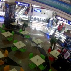 Photo taken at Jogjatronik by Guntur S. on 11/12/2012