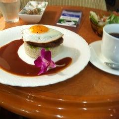 Photo taken at カフェ マウカメドウズ アトレ大井町店 by reussir r. on 11/28/2014