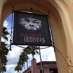 Photo taken at Universal's Halloween Horror Nights 23 by Tammy B. on 10/31/2013