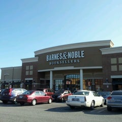 Photo taken at Barnes & Noble by Ray M. on 9/25/2012