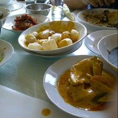 Photo taken at Sari Indah Restoran by Ovie S. on 3/21/2013