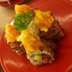 Photo taken at Sakae Sushi by Rovella K. on 11/8/2012