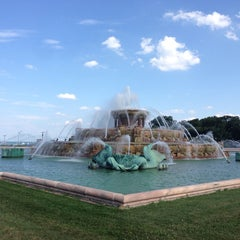 Photo taken at Clarence Buckingham Memorial Fountain by Mark J. on 7/19/2013