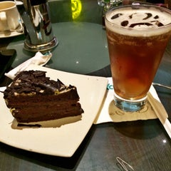 Photo taken at de`EXCELSO by Junior P. on 11/13/2015