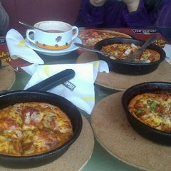 Photo taken at Pizza Hutt by Fatima R. on 1/26/2013