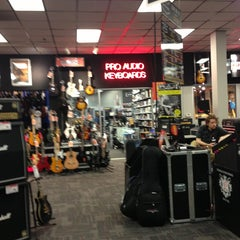 Photo taken at Guitar Center by 🐸Julie🍀🌺 B. on 6/27/2013