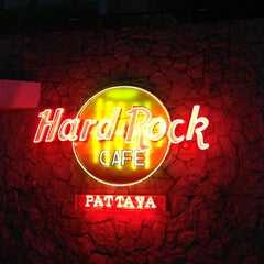 Photo taken at Hard Rock Cafe Pattaya by Kyu sik C. on 6/18/2013