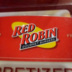 Photo taken at Red Robin Gourmet Burgers by Jennifer O. on 1/19/2013