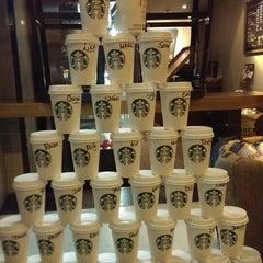 Photo taken at Starbucks by ÖZGÜR Ç. on 1/23/2014