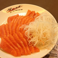 Photo taken at Oishi Buffet (โออิชิ บุฟเฟ่ต์) by KhuиNoo G. on 1/15/2013