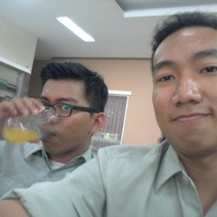 Photo taken at RM Padang SEDERHANA Pandanaran by Wahyu U. on 12/6/2012