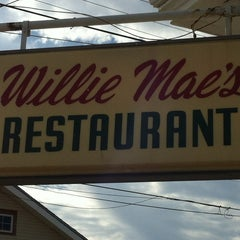 Photo taken at Willie Mae's Scotch House by Wissam M. on 12/29/2012