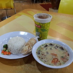 Photo taken at Food Court by Harlan s. on 10/9/2014