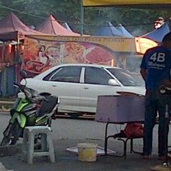 Photo taken at Pasar Malam Taman Andalas by Semutar H. on 3/5/2013
