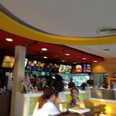 Photo taken at McDonald's & McCafé (แมคโดนัลด์ & แมคคาเฟ่) by Rattanaporn K. on 10/31/2012