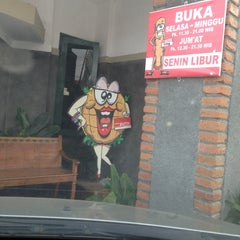 Photo taken at Burger Buto (Kedai 27) by Diri P. on 2/10/2013