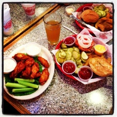 Photo taken at Fuddruckers by Seth H. on 9/23/2012