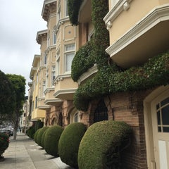 Photo taken at Russian Hill by Baran Emrah D. on 5/25/2015