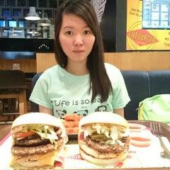 Photo taken at Fatburger by Darius M. on 10/11/2014