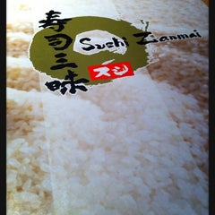Photo taken at Sushi Zanmai by Panpizza Y. on 3/17/2013