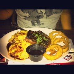 Photo taken at T.G.I. Friday's by 🍀Nikko D. on 9/23/2012