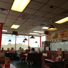 Photo taken at Huddle House by ⚡Stormy📷Skys⚡ on 7/21/2013
