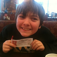 Photo taken at Pizza Hut by Rachel G. on 12/15/2012