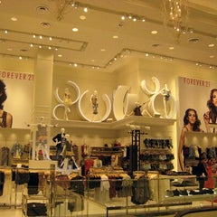Photo taken at Forever 21 by Yusri Echman on 7/28/2013