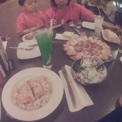 Photo taken at Pizza Hut by Fran'sizcha' O. on 5/6/2014
